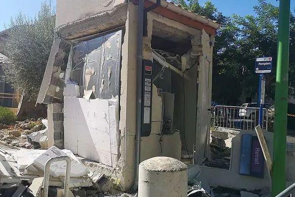 Montady (Hérault) - le distributeur de billets victime d'une explosion au gaz - 5 août 2020.