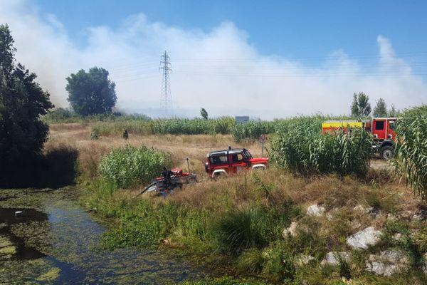 Un incendie s'est déclaré dans une déchetterie de Saint-Estève, près de Perpignan dans les Pyrénées-Orientales, aux alentours de 10 heures, se dirigeant vers le fleuve la Têt.