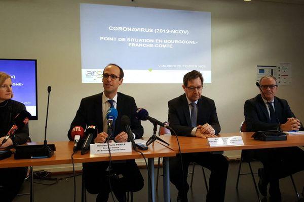 Le 28 février 2020, l'ARS, le préfet de région et la directrice du CHU de Dijon organisent une première conférence de presse sur la crise sanitaire