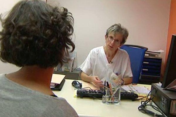 """Actuellement, 60 patientes du centre Jean-Perrin bénéficient de ce nouveau dispositif d'infirmière """"référente""""."""