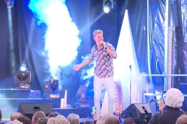 Robin Leon en concert à Ettendorf, son village natal.