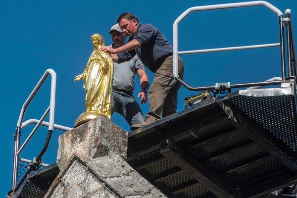 La statue de Notre-Dame de Vaulry retrouve son socle