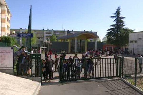 Le groupe scolaire Bourdenières, à Chenôve, dans l'agglomération dijonnaise, est classé en REP+