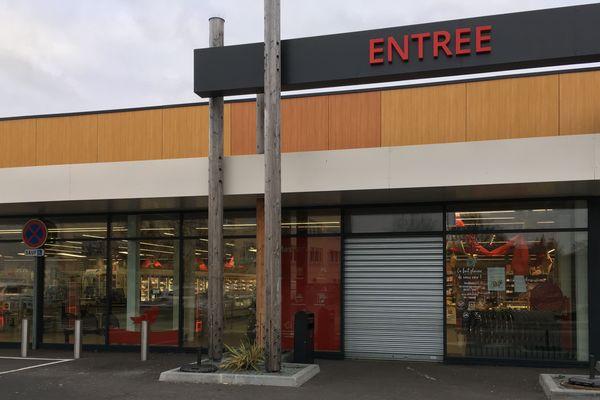 Le braquage à main armée a eu lieu dans ce supermarché Auchan situé dans un quartier résidentiel réputé tranquille de Talence