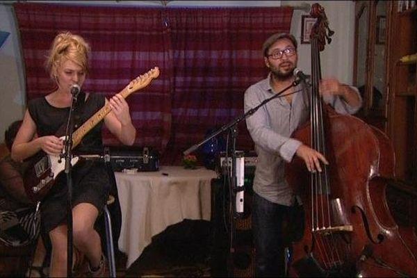 Anastasia chante chez des particuliers à Amance en Haute-Saône