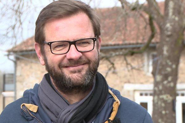 Jérôme Levrilleux est aujourd'hui installé dans le Périgord Vert et s'occupe de son gîte. Loin des tracas de la politique. Nous l'avons rencontré pour un entretien où il revient sur sa vérité. Celle qui lève le voile sur les pratiques irrégulières du financement d'une campagne présidentielle.