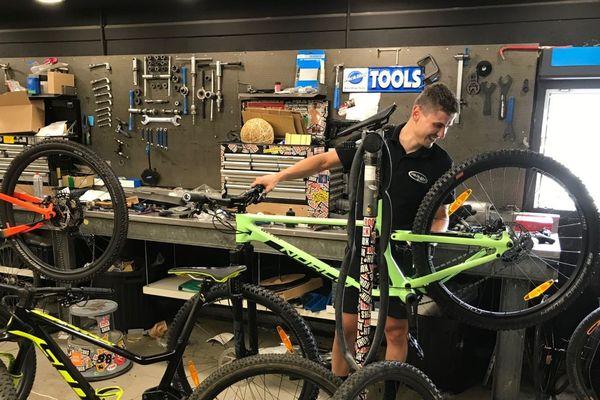 Vente de vélos ou réparations dans les ateliers, c'est la folie dans les magasins de cycles