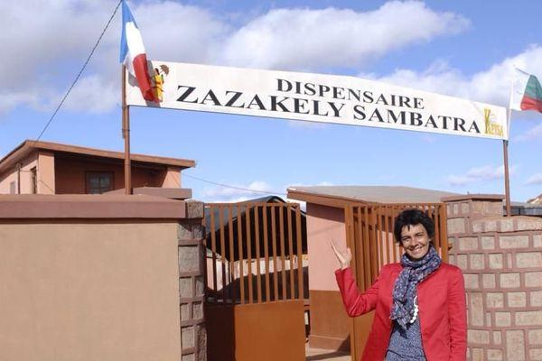 Véronique de Bourgies a créée en 2004 l'association humanitaire Zazakely Sambatra à Madagascar