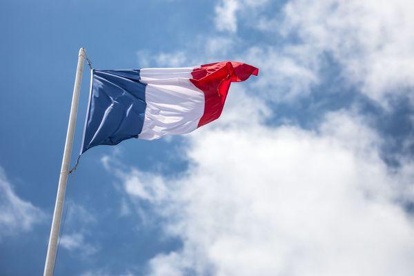 Des salariés employés travaillant dans des espaces communaux de la ville de Sèvres demandent leur régularisation.