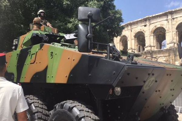 Le défilé 14 juillet à Nîmes
