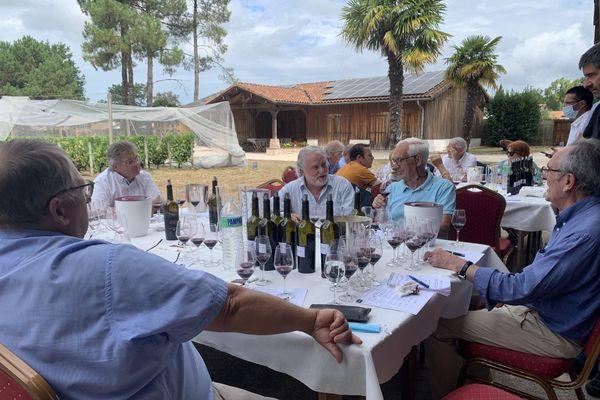 Plusieurs personnalités du monde du vin, de la gastronomie et du Rugby réunis pour la création de la cuvée Oh Coeur des Vignes