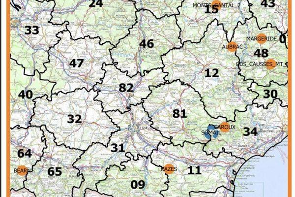 """Selon les données d'avril 2020 à octobre 2020 du réseau loup lynx. En orange : les zone de présence permanente """"meute"""". En bleu : les zones de présence à confirmer."""