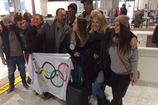 Julia Pereira et ses proches ce matin à l'aéroport de Nice.