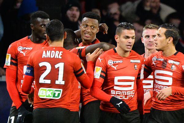 Edson Mexer félicité après son but contre le FC Nantes