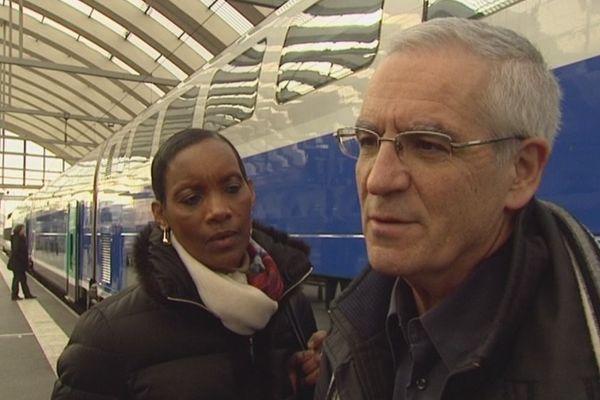 Dafroza et Alain Gauthier en partance pour Paris où s'ouvre demain le procès d'un génocidaire présumé.