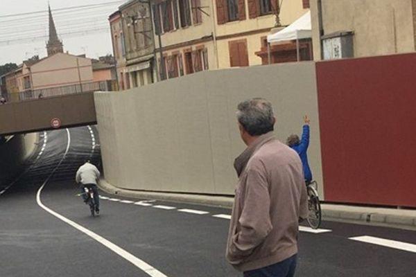La voie a été ouverte aux voitures et vélos ce vendredi.