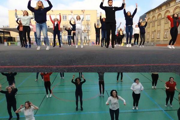 Les élèves du lycée St Michel de Reims ont participé au clip.