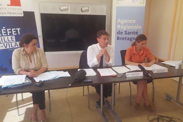 Cécile Guyader (à gauche) et Stéphane Mulliez ont tenu une conférence de presse pour annoncer les mesures à venir dans la lutte contre le covid-19.
