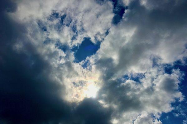 Le ciel au dessus de Nantes le 08 août à 18h12 !
