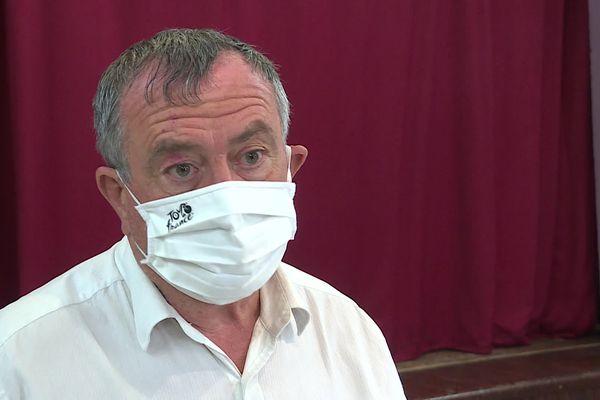 """Au Teil, le maire PS Olivier Pévérelli s'interroge.  """"il faudra mobiliser davantage de monde"""" expique-t-il."""