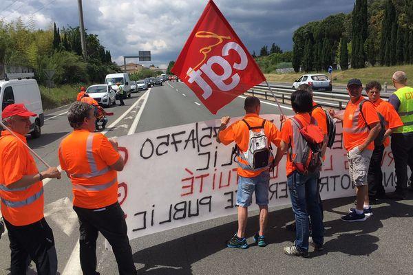 La CGT a organisé ce mardi un barrage filtrant sur l'A75 à hauteur de Juvignac pour alerter sur l'éventuelle fin de la gratuité de cette autoroute - 22 mai 2018