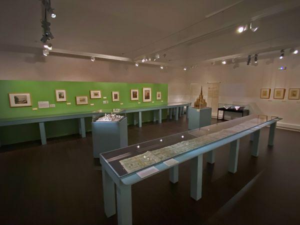 """Rouen : une des salles de l'exposition du """"Livre des Fontaines"""" la bibliothèque patrimoniale Villon."""