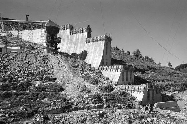 Le barrage du Laouzas en pleine construction en 1962