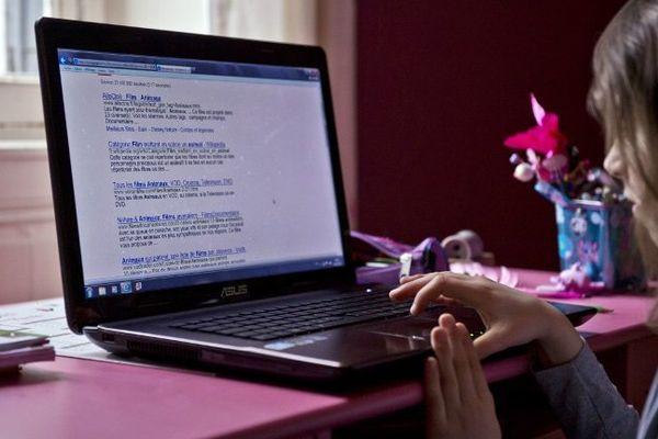 les adolescents attirés par les aux réseaux sociaux