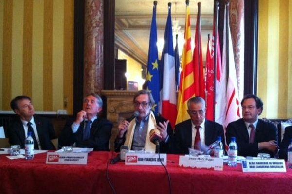 Pendant la conférence de presse du 18 mai 2013
