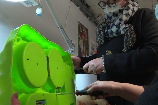 A Guise, l'association Recycl'jouets donne une seconde vie aux jouets et à ses 14 salariés en réinsertion profesionnelle.