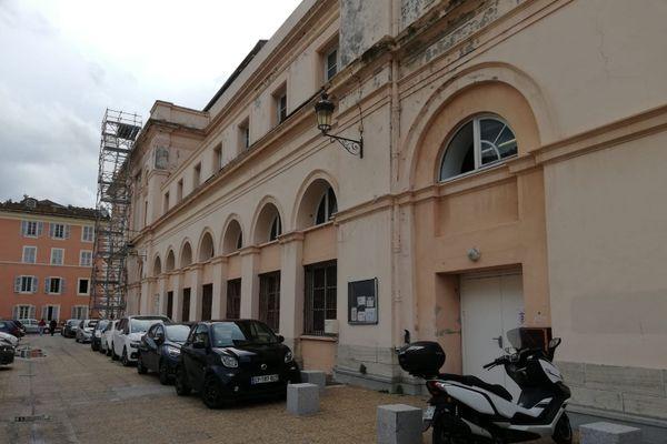 Le conservatoire Henri Tomasi est logé dans une aile du théâtre de Bastia
