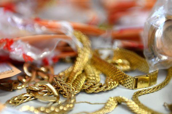 Bijoux volés cherchent propriétaires. Photos d'illustration