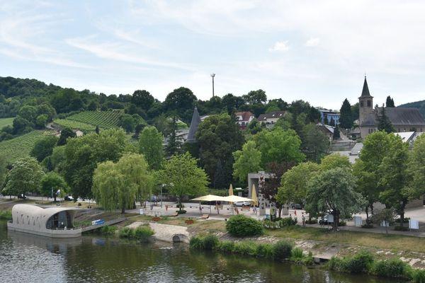 """Schengen (Luxembourg), le village où ont été signés les """"accords de Schengen"""" le 14 juin 1985 par le France, l'Allemagne, la Belgique, le Luxembourg et les Pays-Pas."""