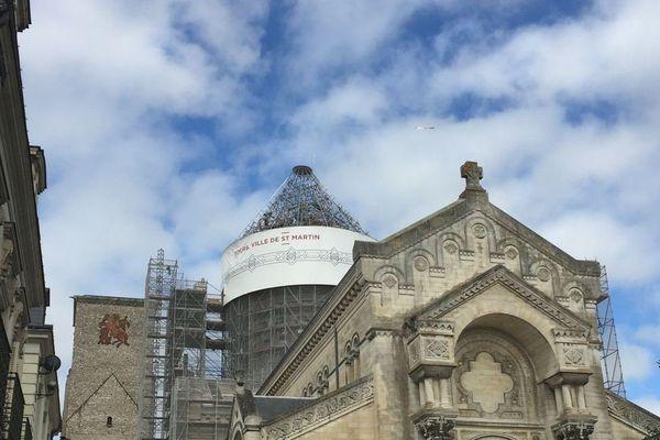 La basilique Saint-Martin à Tours sans sa bâche