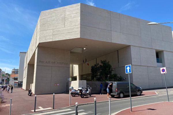 Béziers - le palais de justice - juillet 2020.