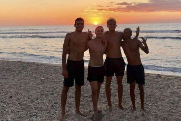 Les quatre jeunes nageurs, Milian Boucher, Nicolas Bouhet, Hugo Jeanne-Rose et Corentin Trinez.
