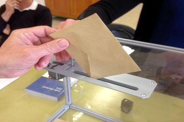 L'urne d'un bureau de vote à Carcassonne - 22 mars 2015.