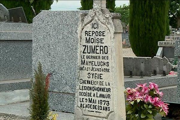 La tombe de Moïse Zumero, dans le cimetière de Lavaur (Tarn).