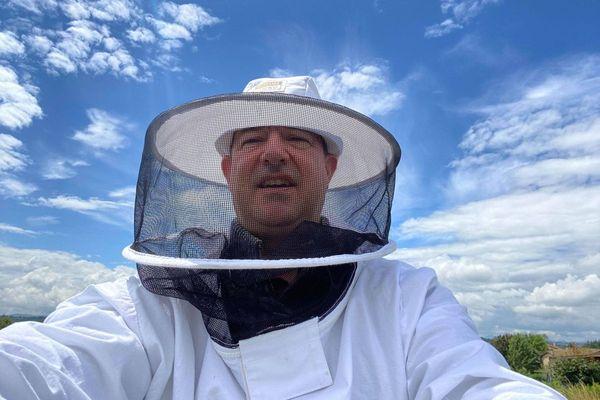 A Courpière, dans le Puy-de-Dôme, Claudy Combe est un jardinier qui s'est aussi lancé par plaisir dans l'apiculture.