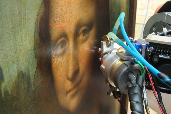 """Le """"sfumato"""" de Léonard de Vinci : jusqu'à 30 couches fines de vernis pour donner cet aspect """"vaporeux"""" à la Joconde."""