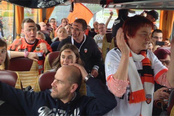 Dans le bus avec les supporters des Merlus