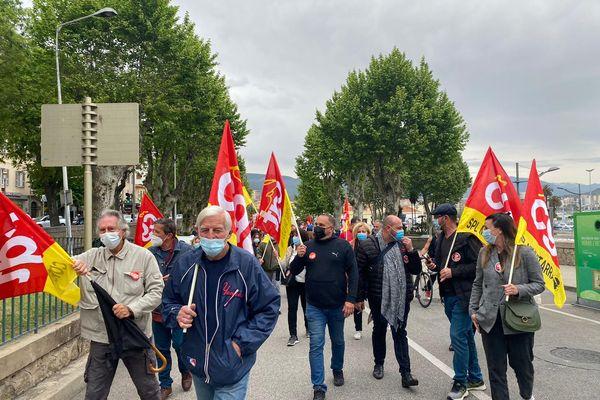 Une soixantaine de manifestants se sont retrouvés à Ajaccio, ce samedi 1er mai, à l'appel des syndicats CGT et FSU.