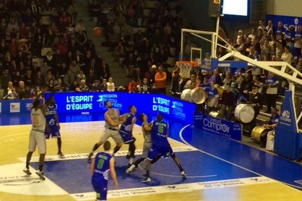 Le Poitiers Basket 86 s'est imposé (82-79) face au SQBB, mardi 16 février 2016 en ouverture de la phase des matchs retours du championnat de Pro B.