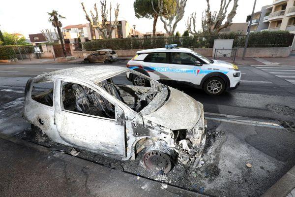 Une rue du quartier de la Gabelle à Frejus après une nuit de violence.