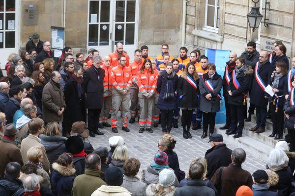 Delphine Bürkli, la maire du 9e arrondissement, a rendu hommage aux victimes de l'explosion de la rue de Trévise, samedi 20 janvier.