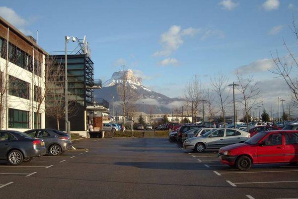 Les nouveaux tarifs de stationnement à Grenoble, adoptés par le conseil municipal en juin dernier, ne font pas l'unanimité.