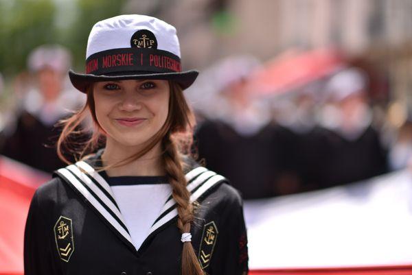 La parade des marins organisé pendant l'Armada attire toujours de nombreux visiteurs dans les rues de Rouen.