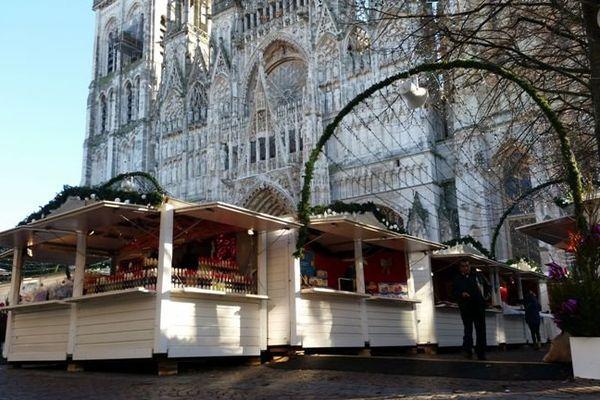 Le marché de Noël place du palais de justice à Rouen.