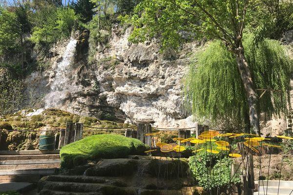 """Le jardin des Fontaines Pétrifiantes à La Sône (Isère) obtient le label """" jardin remarquable"""""""