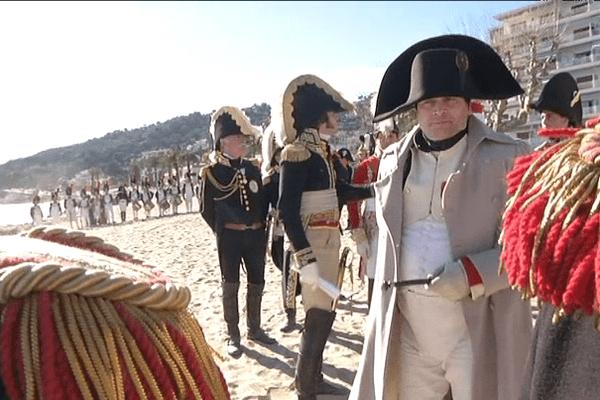 Les passionnés de reconstitutions historiques mettent les moyens dans leurs costumes. Il faut par exemple compter 830 euros pour une veste de chasseur à cheval